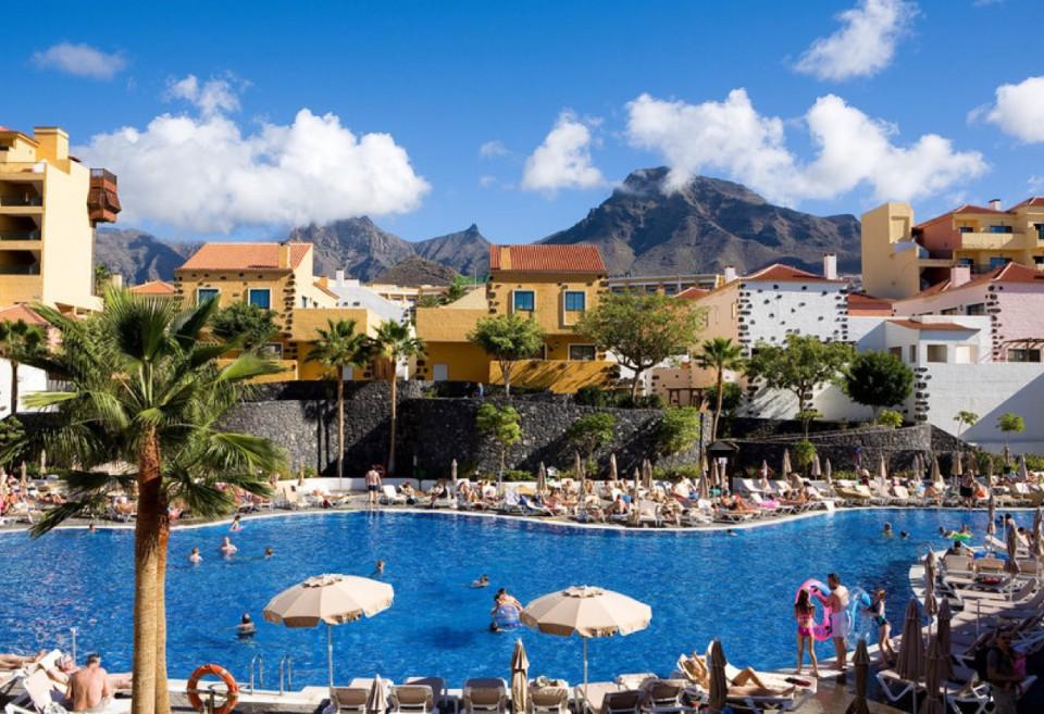 1 Woche Pauschalurlaub im 4* Hotel inkl. Halbpension, Flüge, Transfers und Zug zum Flug nur 419 €